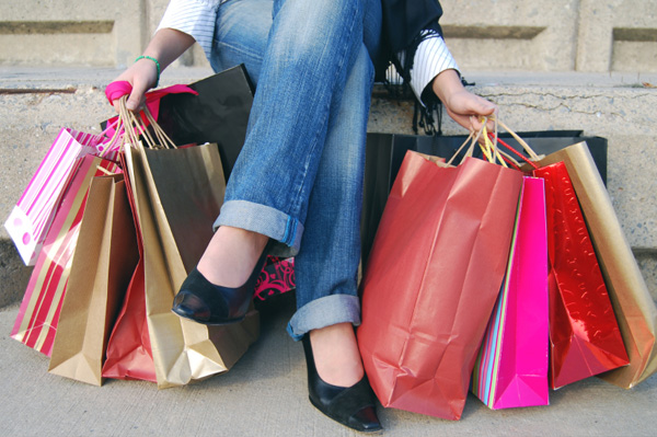 woman-overloading-with-shopping-bag